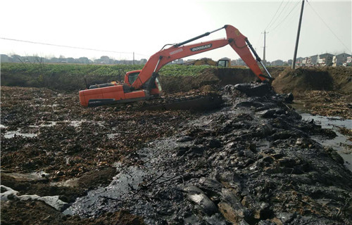 两栖挖掘机出租海北藏族自治州祁连专用水上挖机厂家供应