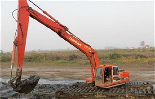 两栖挖掘机出租铜陵郊区专用水上挖机多少钱