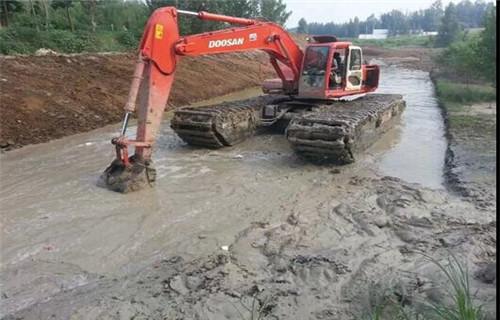 沼泽地挖掘机出租山南地区桑日新款水陆两用挖机创造辉煌