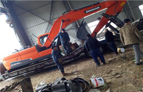 水上钩机租赁果洛藏族自治州玛多水上挖机浮箱生产厂家_欢迎